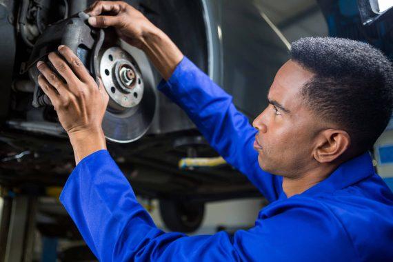 Bremsenservice Kontrolle Bremsanlage und Bremsflüssigkeit Reifendienst KFZ & Reifendienst Bachmann